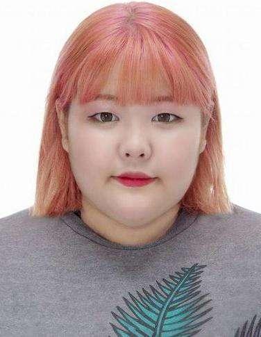 韩国以为胖姑娘把证件照传到网上望大神帮她p成美女,结果.