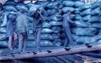 用生命赚钱:农民进城打工都在做什么,照片看着想哭