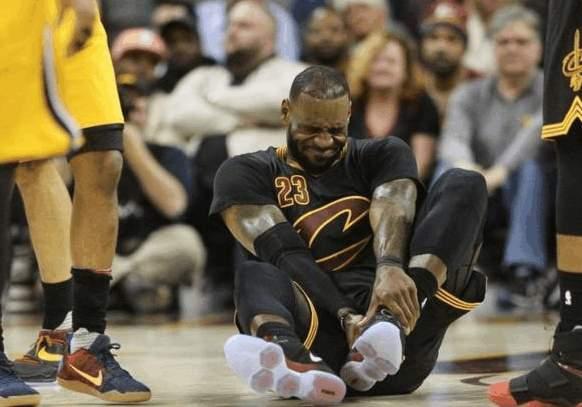 mg电子游戏:NBA谁崴脚都是伤停,_唯独詹姆斯屁事没有!