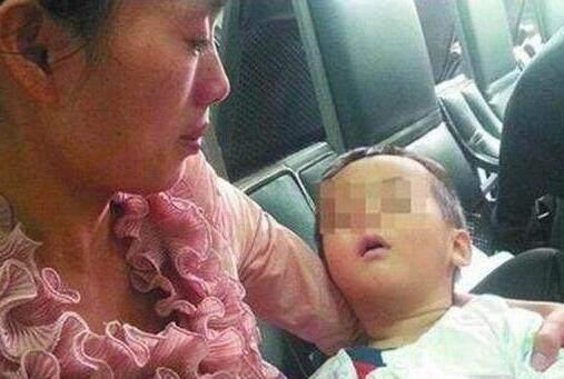 4个月宝宝变脑瘫, 只因妈妈一个错误的行为, 现在还有人在做
