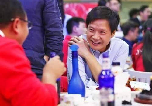 大佬酒肉生活:_江苏快3计划群马化腾爱抽烟刘强东爱喝酒,_马哥呢