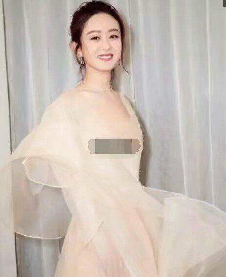 """赵丽颖身穿浅色透明薄纱出席活动, 网友: """"太平公主""""已不 复 存 在了"""