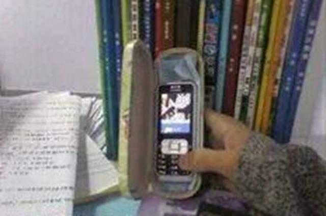 mg游戏破解器哪个好:上课偷偷玩手机,_这种方式老师做梦都不会想到,_太奇葩了!