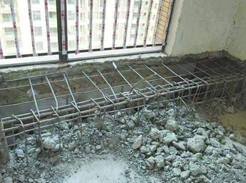 45米以下且结构净高在2.1米以下的凸(飘)窗,窗台与室内地面高差在0.