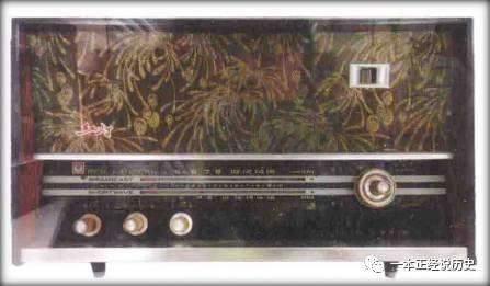 """""""红灯711""""型系列收音机以音色丰富,质量可靠,外形美观而风靡市场,甚至"""