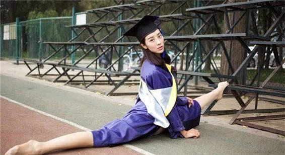 985、211的研究生去二流大学当老师容易吗?