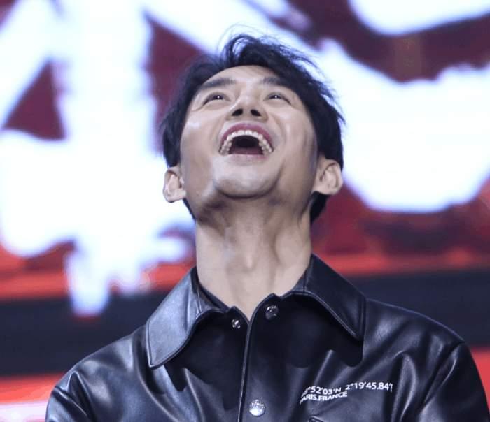 澳门ag电子游艺:王凯张大嘴巴四连拍,_仰天长笑掉粉