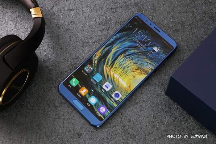 荣耀V10(极光蓝)是不是你想要的那个颜色-瓦力评测