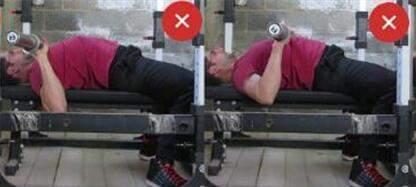 健身教练杠铃卧推