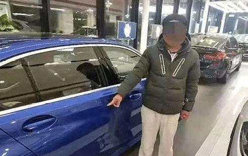 啃老新境界,为买宝马,22岁男子在4S店划车