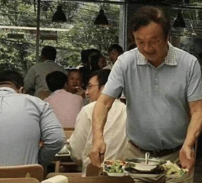 看完王健林,刘强东吃饭,再看看任正非吃饭,网友:差距太明显了