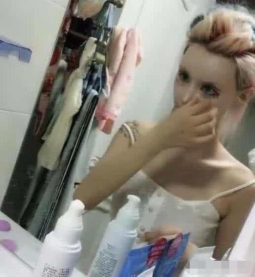 """""""芭比迪丽拉""""半个月染一次发,嘴小到吃饭让人喂,卸妆后吓死了!"""