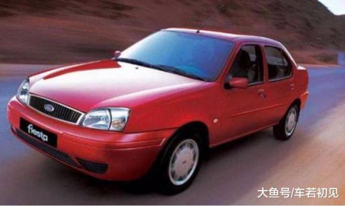 为50多岁老两口选辆时髦车,我们竟然聊起了XT4和DS7