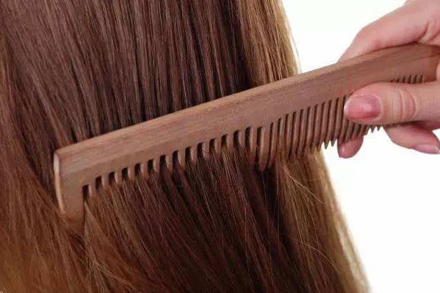 """医生提醒:头发出现2个""""异象"""",体内可能出现""""癌细胞""""了,要注意"""