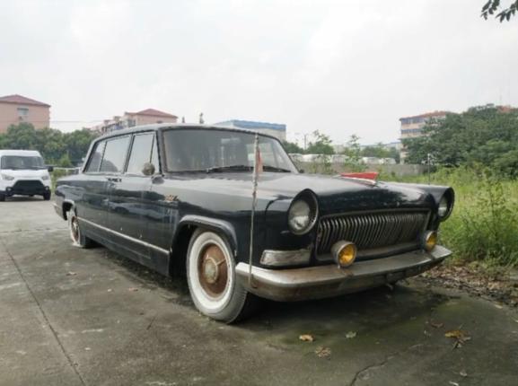 偶遇一款老红旗轿车,车主:一万块钱收的,但却是能叫板RR的国车
