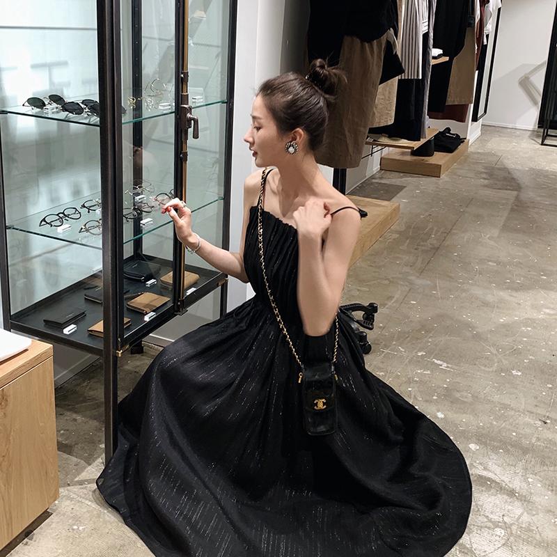 老婆偷偷买的吊带裙,换上之后美的惊艳,闺蜜都问她