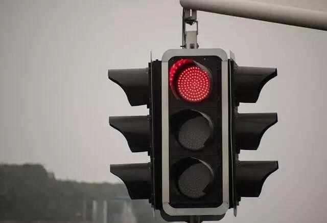 哪种红灯可以右转,闯红灯马上右转扣几分