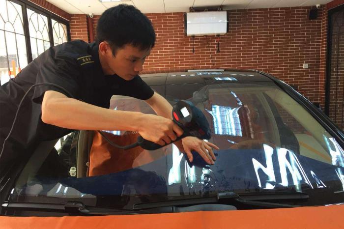 换前挡风玻璃,汽车挡风玻璃要不要贴膜
