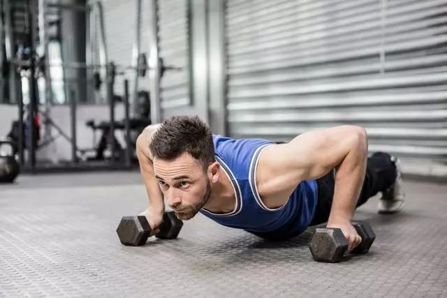 当一个男生,每天做300个俯卧撑,30天后,会有什么变化?