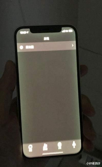 换机也没用!iPhone 12再曝屏幕边缘发绿问题,花粉:这真的是好屏幕