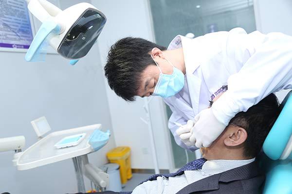 牙齿松动了是该拔还是该留呢?