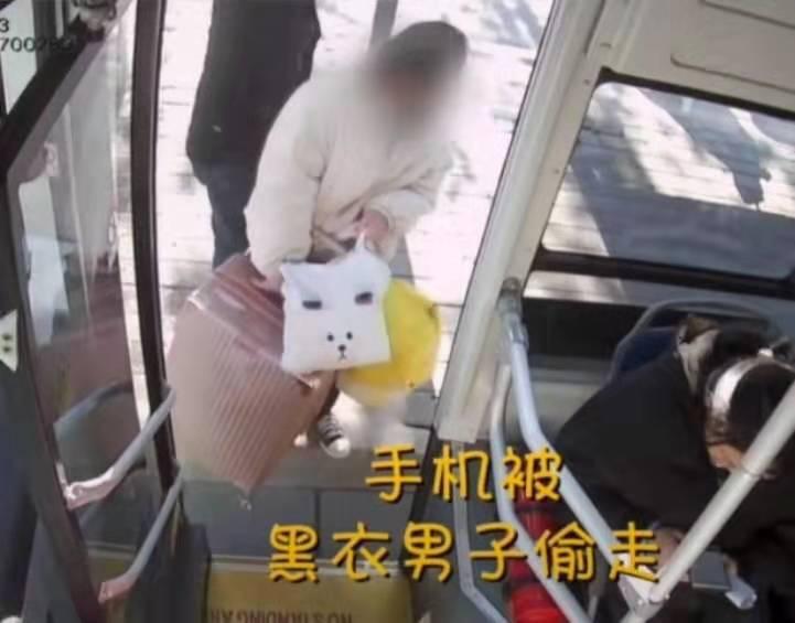 京卫本草男子假装帮忙搬行李,汉中市龙岗学校秦牧原竟偷走女孩手机