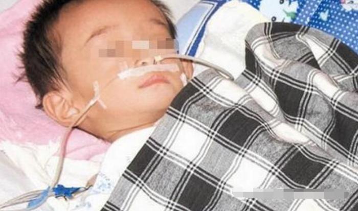 1岁宝宝腹泻不止险丧命,奶奶的一动做,在场人都愤怒不已