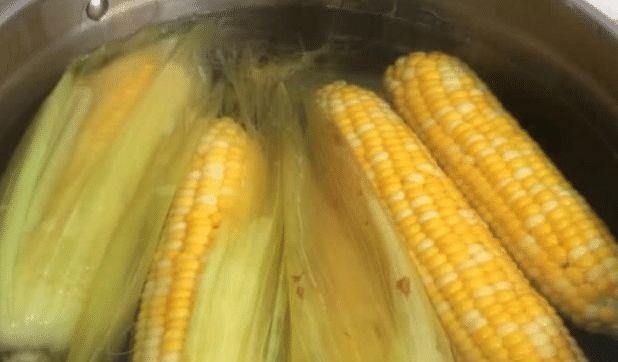 煮完玉米的水,一滴也别倒,能解决众多男女的问题