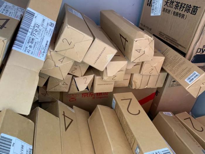 伪造销量?郑州男子在京东买东西,下单后竟收到了100多个快递!
