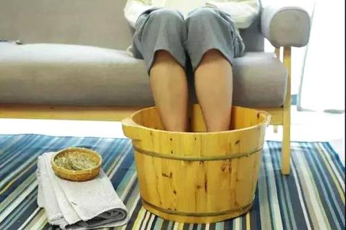 痛风泡脚四个禁忌  物理疗法对痛风来说有什么意义呢?