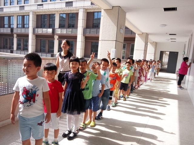 孩子早点上学好还是晚点上学好,小学老师是这样说的