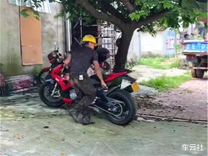 進口寶馬摩托車報價,貴州農民工騎摩托車回家過年