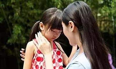 不同年龄的孩子对疫情的反应不同,父母这样处理
