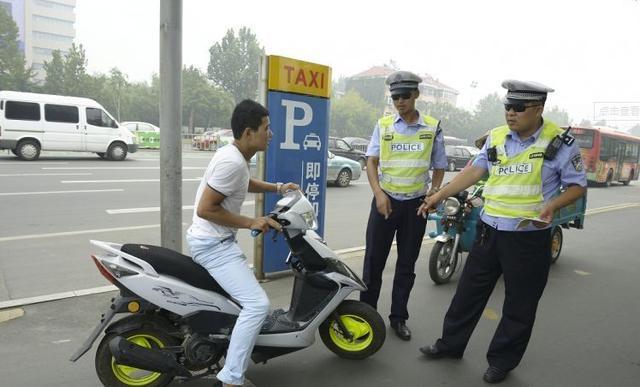 驾驶摩托车无证驾驶会受到什么处罚,摩托车无证驾驶严重吗