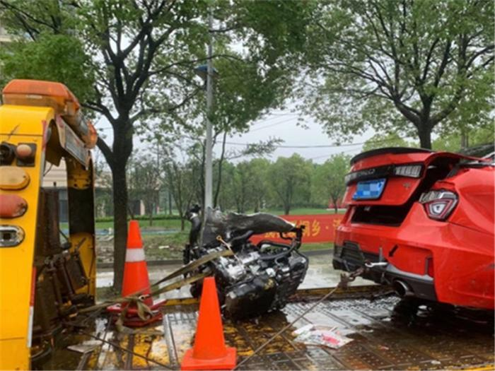 撞车后什么情况拖车,撞车后拖车费怎么报