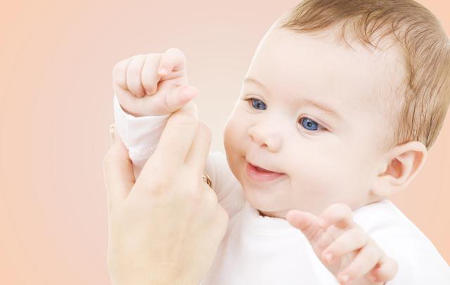 宝宝3岁前,这8个动作不要去制止,可能会影响孩子正常发育