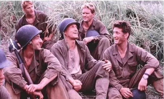 摩登4:解析战争老片:《细细的红...