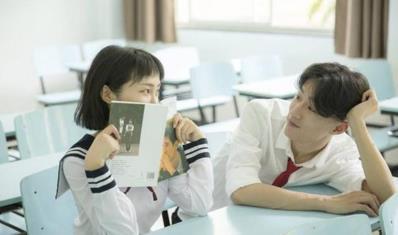 """为啥学校禁止""""早恋""""还让异性同桌?老班小心思,你猜中了吗?"""