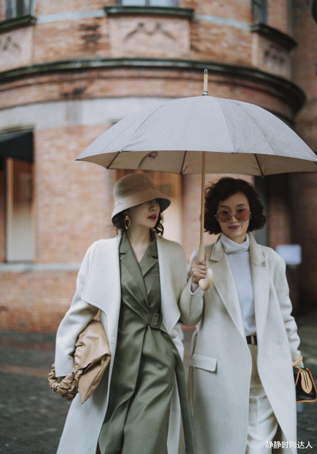 秋装搭配得太时髦!不愧是时尚博主,三木母女同框画面太美