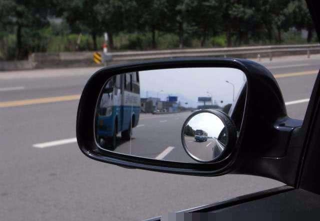 后视镜为什么有一条线,汽车后视镜有一道线