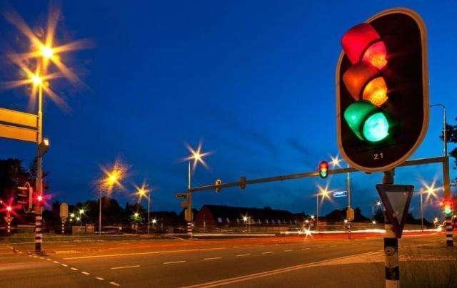 自动挡等车时挂什么档,手动等红灯时挂什么档