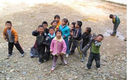 农村小孩是泥里爬,土里滚,为何反而很少生病呢?答案来了