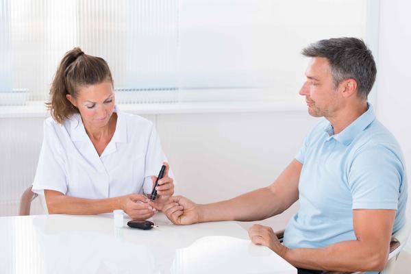 得了糖尿病,若不控制血糖,会损伤肾功能,做好3点肾会感激你