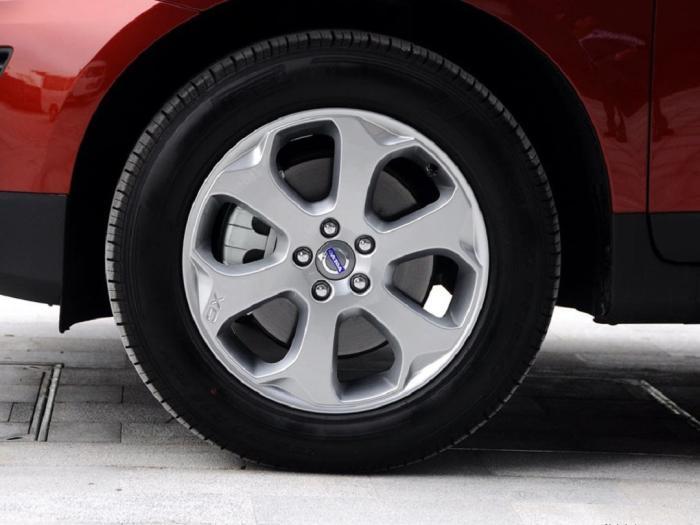 225是宽轮胎还是窄轮胎,窄轮胎可以换宽的吗