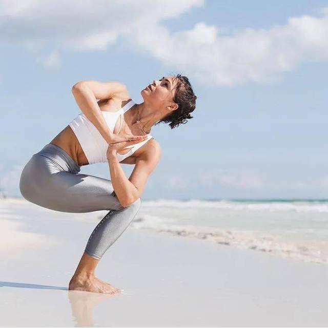 如何做一个优雅的瑜伽女人?4个好习惯你一定要坚持!赠减龄瑜伽