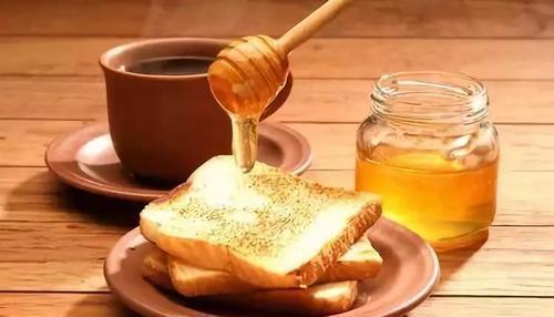 你对蜂蜜了解多少?什么人不能喝方便,喝蜂蜜的这些禁忌,了解下