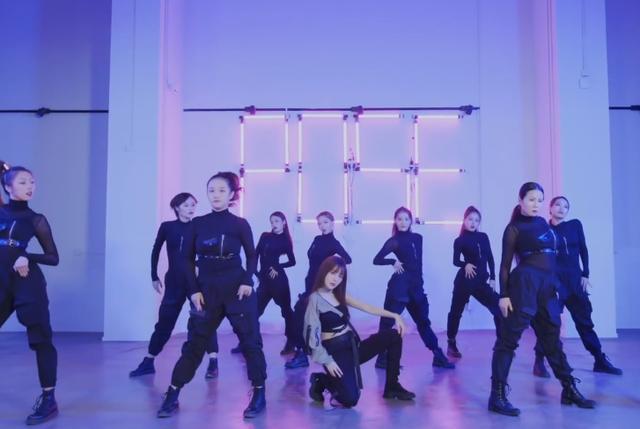 李小璐又发新歌  rap女团舞都有大秀舞姿性感酷帅