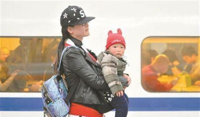 一张火车票可以带两个小孩吗,一张车票可以带几个小孩