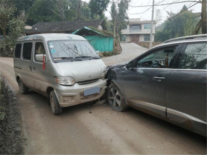 车门撞坏维修费用,车被撞了维修费怎么定
