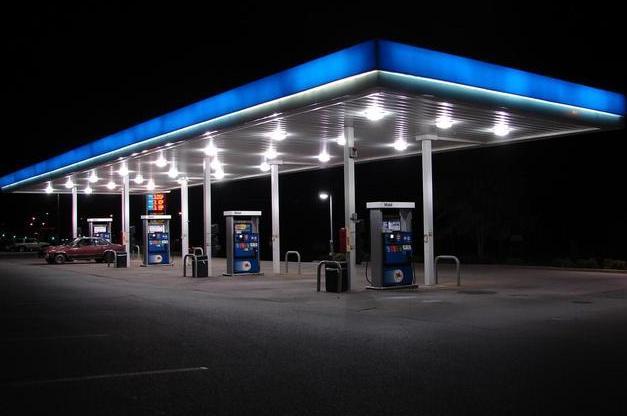 加油多少对车好,加油站卸油我加油了